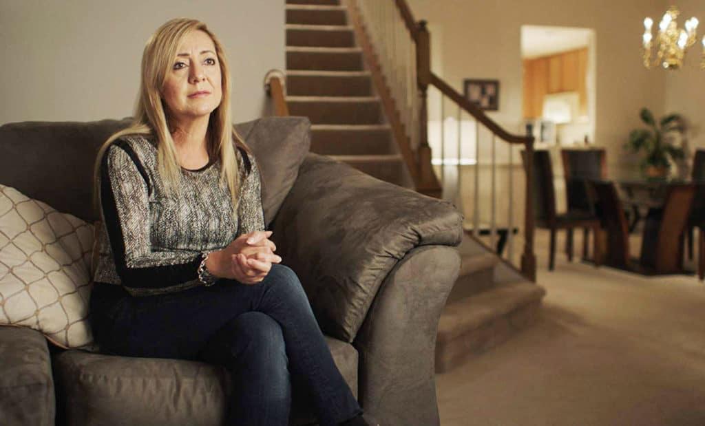 Lorena Bobbitt sendo entrevistada para a minissérie documental Lorena, da Amazon Prime.