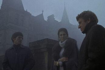 Cena do filme A Casa da Noite Eterna, exemplo de filmes sobre casas assombradas